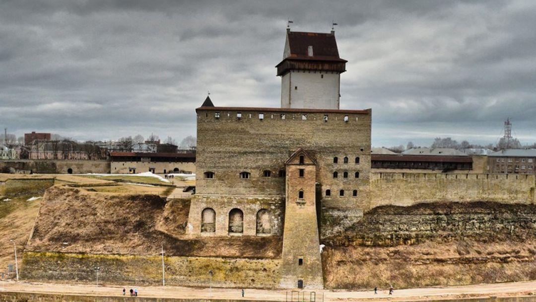 Два форпоста: Нарвский замок и Ивангородская крепость - фото 2