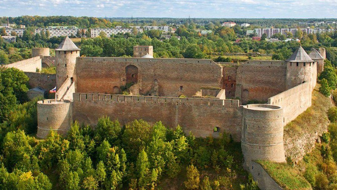 Два форпоста: Нарвский замок и Ивангородская крепость - фото 3