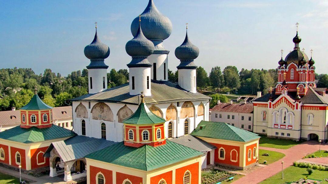 К чудотворной иконе в Тихвин в Санкт-Петербурге