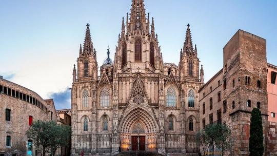 Экскурсия Обзорная экскурсия по Барселоне и Готическому кварталу по Барселоне