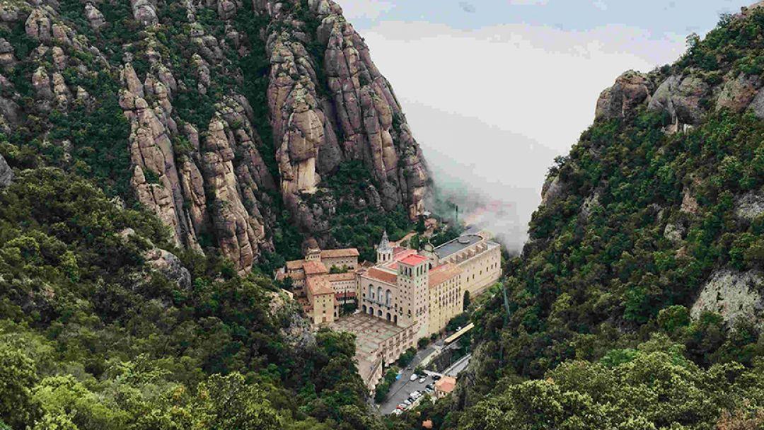 Посещение горы Монсеррат и винодельни Бодегас Торрес в Барселоне