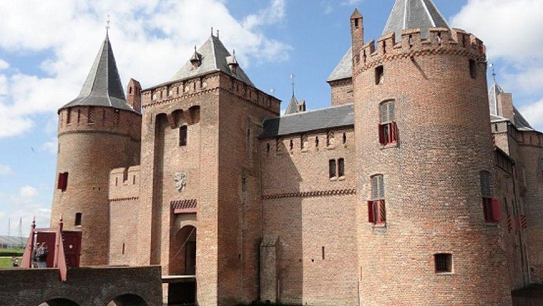 За 4 часа побывать в Замке Мяудерслот — 13 век в Амстердаме