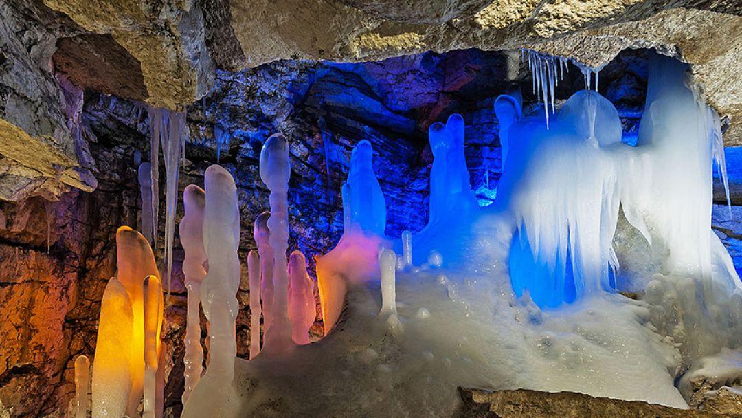 Ледяные дворцы пещер в Архангельске
