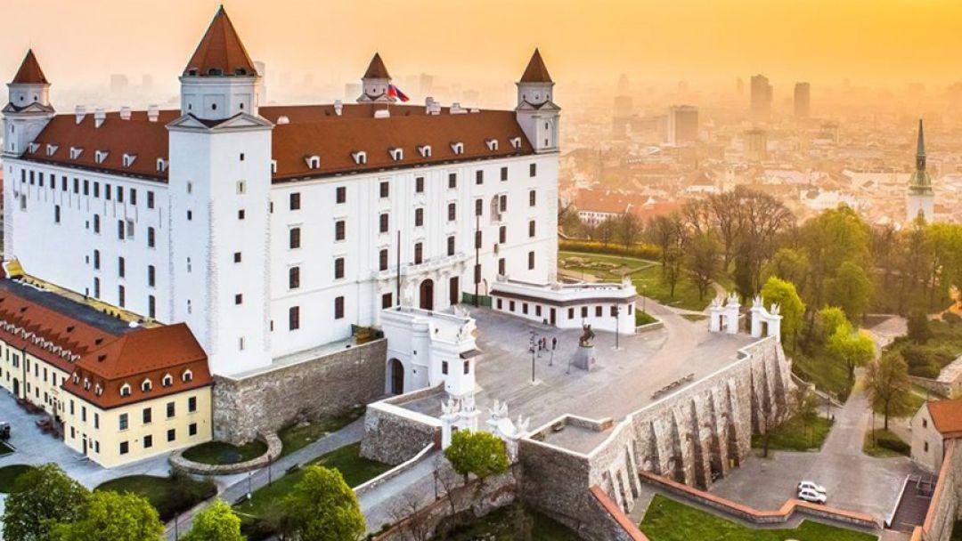 Экскурсия в Дьёр, Братиславу из Будапешта