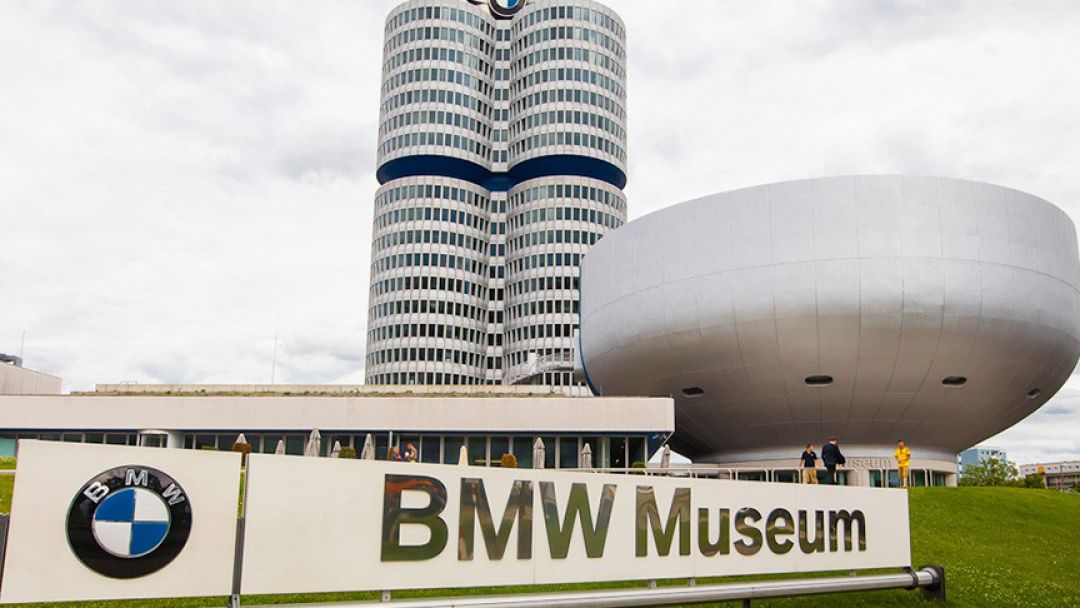 Олимпийская башня и музей BMW в Мюнхене