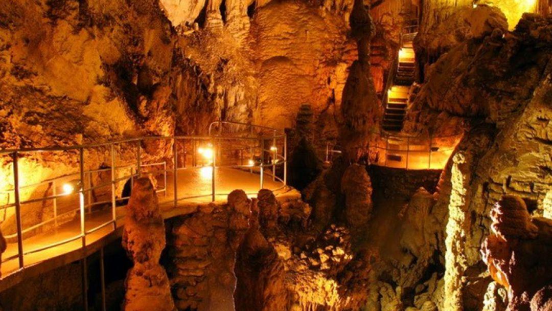 Розовые сталактитовые пещеры на джипе - фото 3