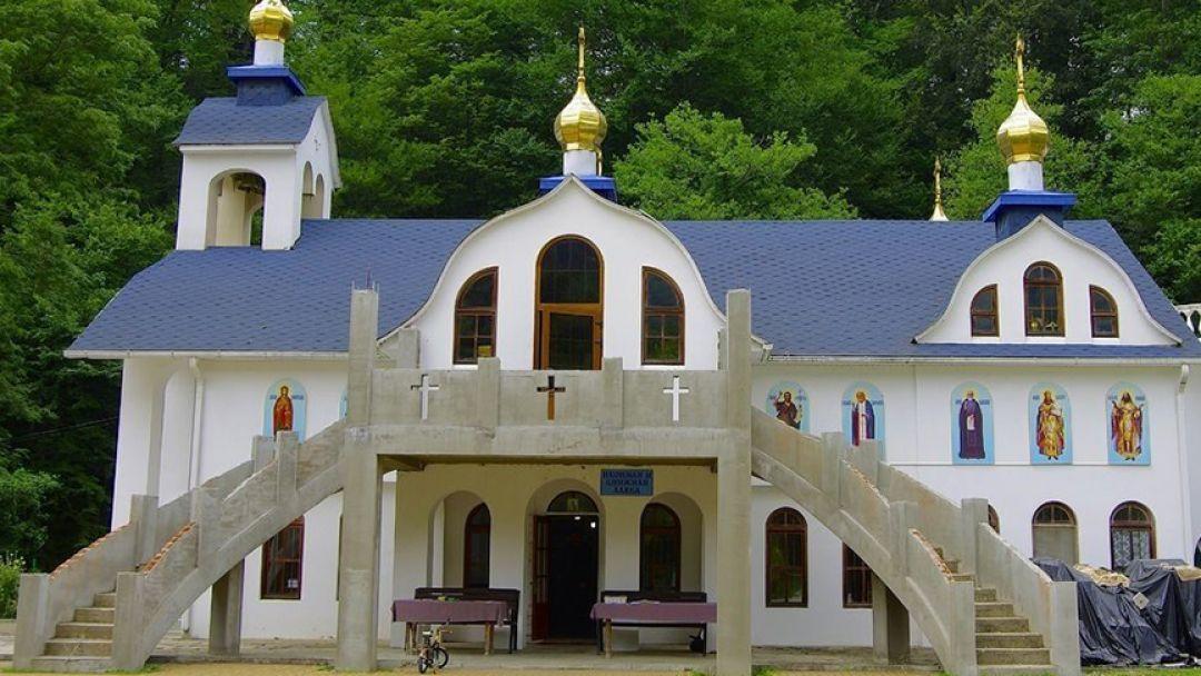 Женский монастырь в селе Лесное  - фото 1