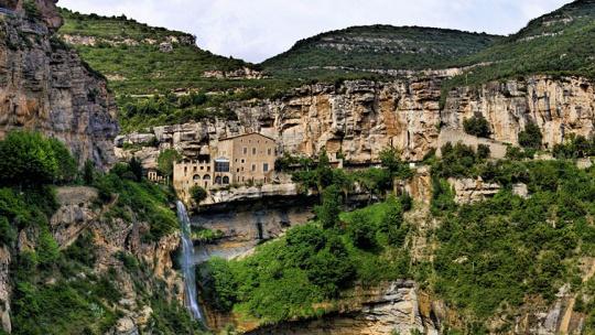 """Экскурсия Монастырь Сан-Мигель-дель-Фай, """"Соляная гора"""", Замок Кардона по Барселоне"""