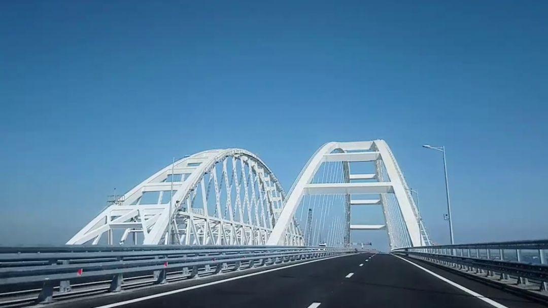 Крымский мост и город Керчь в Анапе