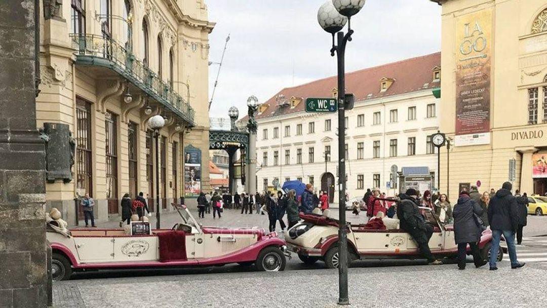 Ретро-мобилем по улицам Праги - фото 2