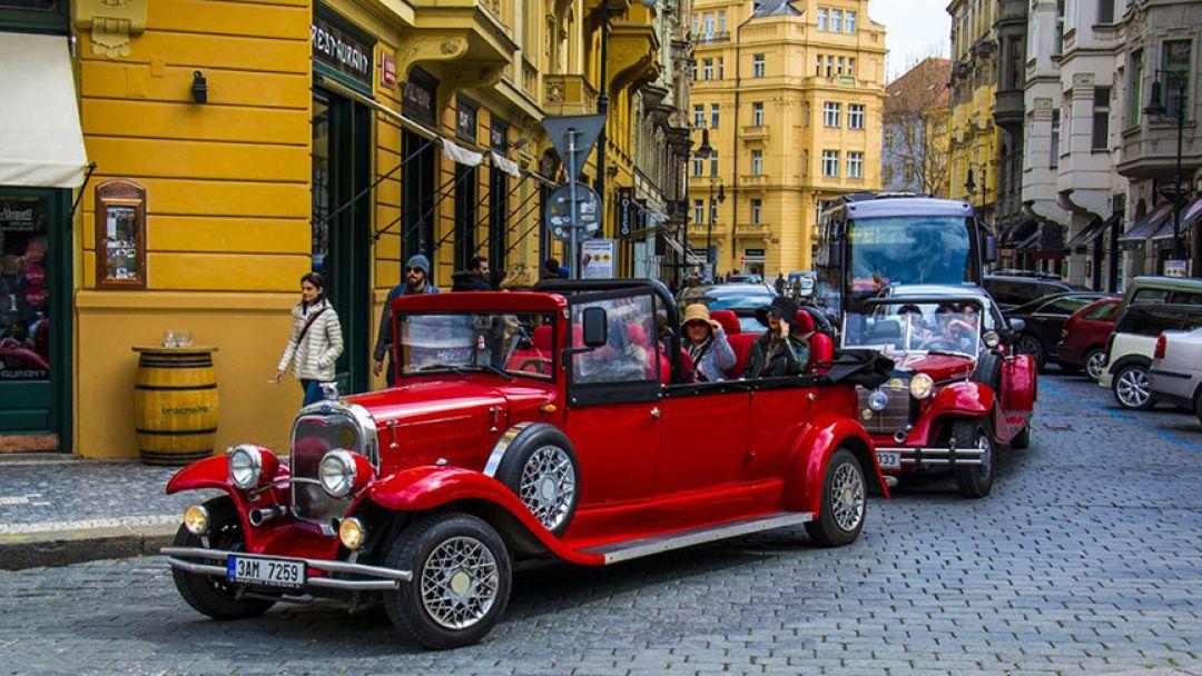 Ретро-мобилем по улицам Праги - фото 3