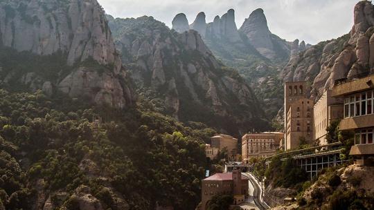 Экскурсия Монтсеррат и обед в старинной усадьбе по Барселоне
