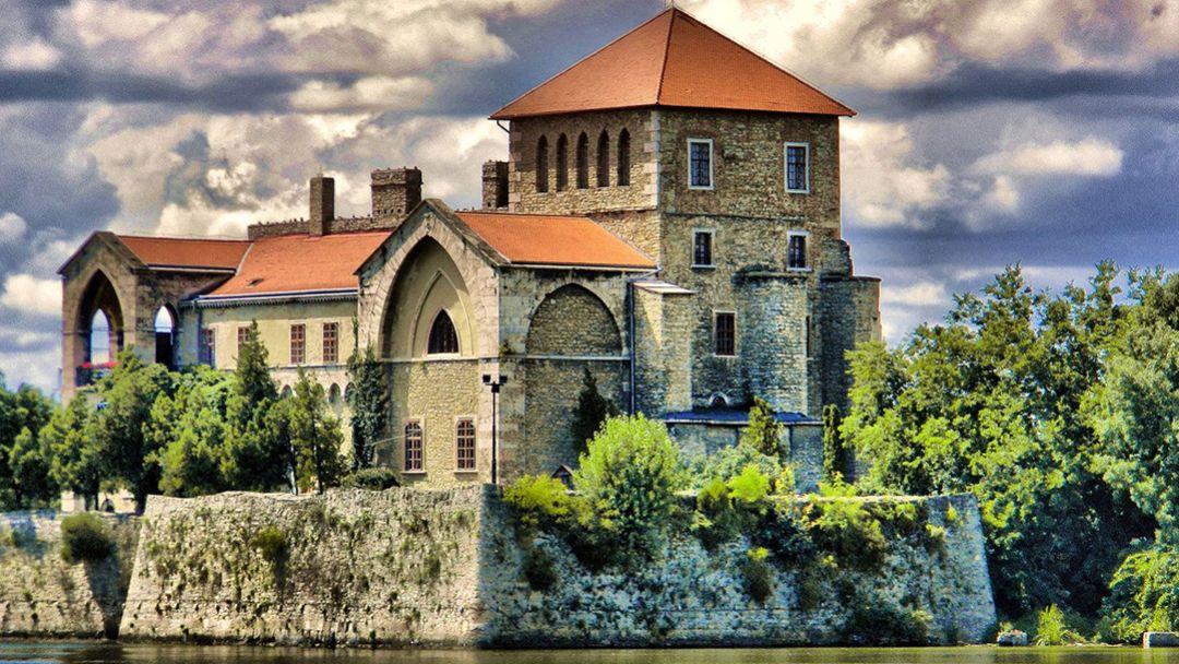"Тата - ""город на водах"" и аббатство Паннохалма"