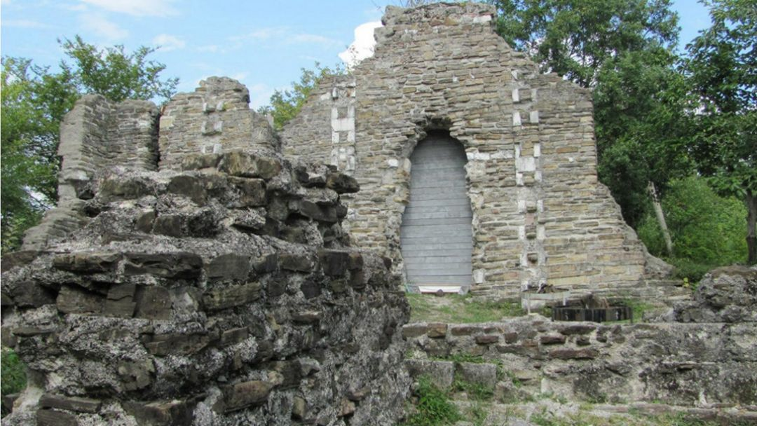 """Конная экскурсия """"К развалинам византийского храма в Лоо"""" - фото 1"""