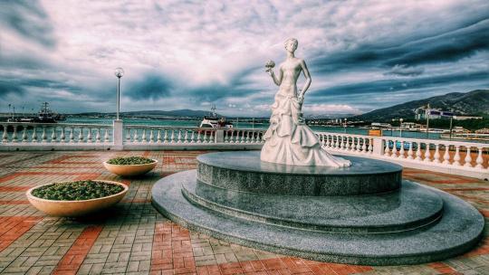 Скульптура Белая Невеста в Геленджике
