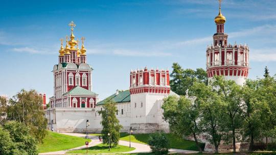 Новодевичий монастырь по Москве