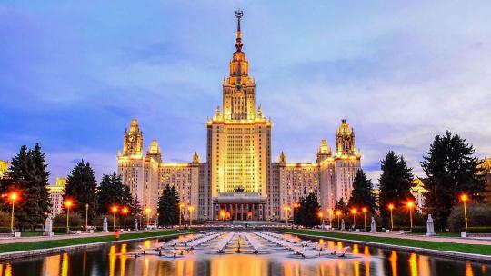 Смотровая площадка на Воробьевых горах по Москве