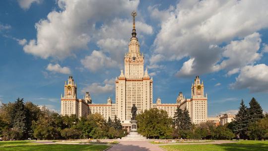 Главное здание Московского гоударственного университа (МГУ) им. М. В. Ломоносова по Москве