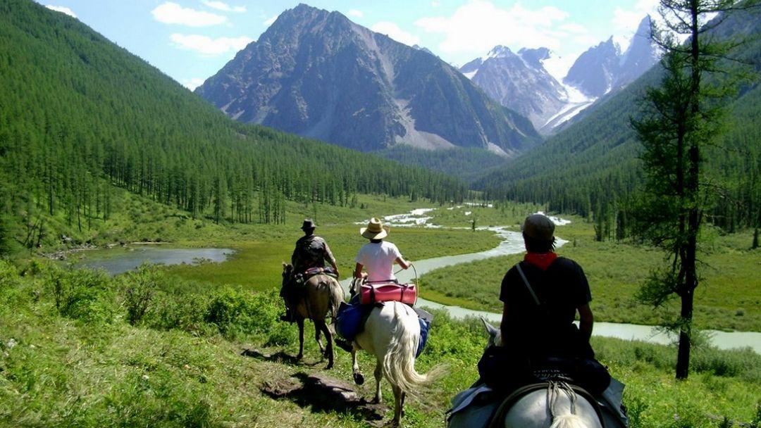 Активная конная экскурсия в Алтае