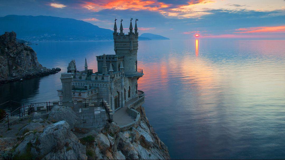 Алупкинский дворец — канатная дорога и зубцы Ай-Петри – Ласточкино гнездо — морская прогулка и набережная Ялты - фото 3