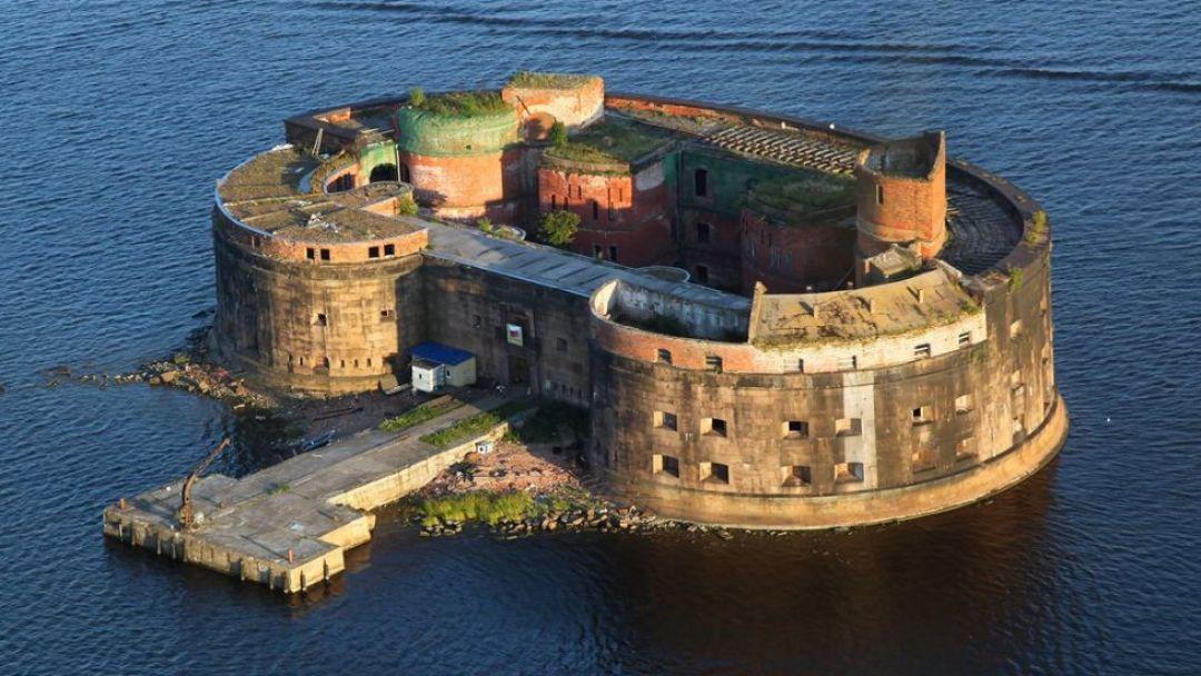 Экскурсия в Кронштадт с посещением форта Константин и музея маяков - фото 1