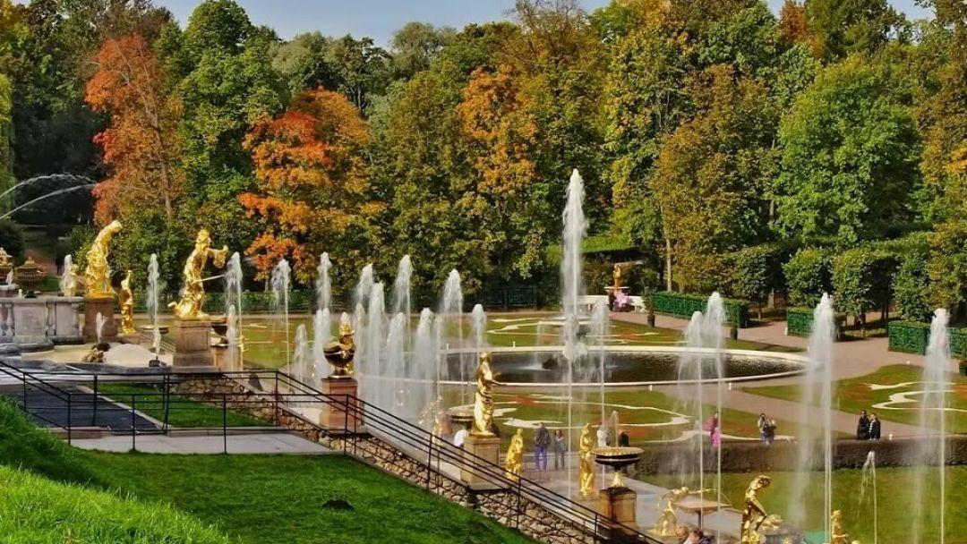 Экскурсия в Петергоф с посещением нижнего парка в Санкт-Петербурге