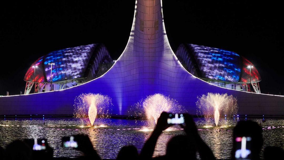 Вечерний Олимпийский парк в Сочи