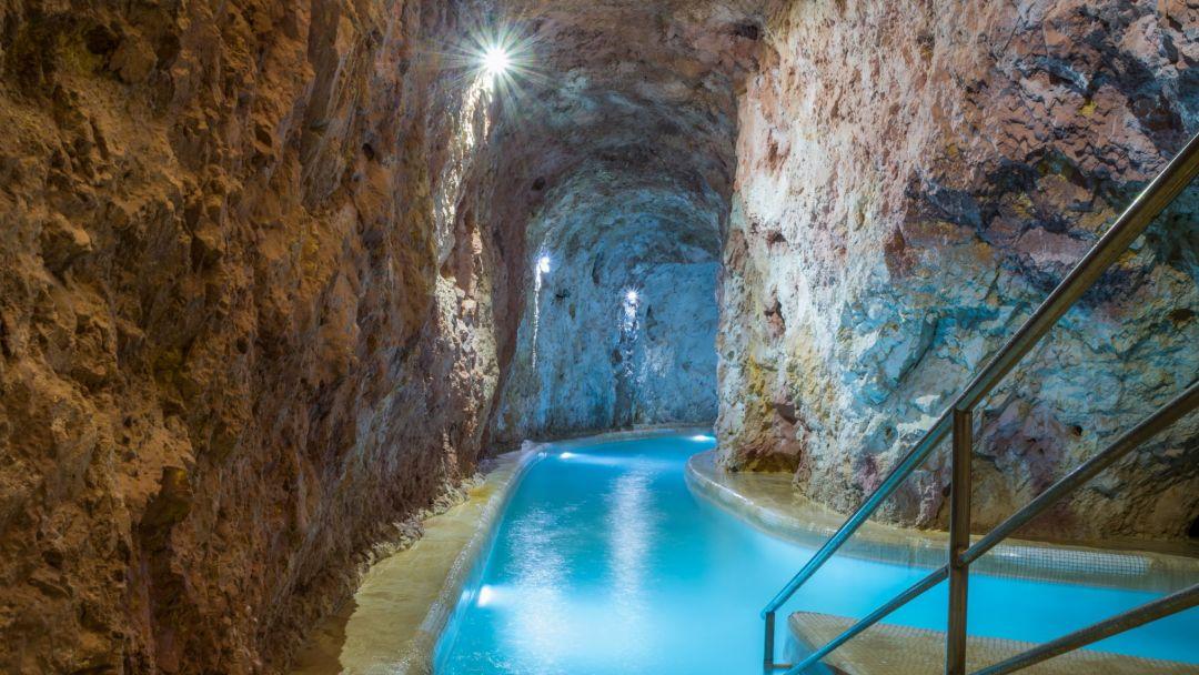Пещерная купальня Мишкольцтапольца и барочный город Эгер - фото 8