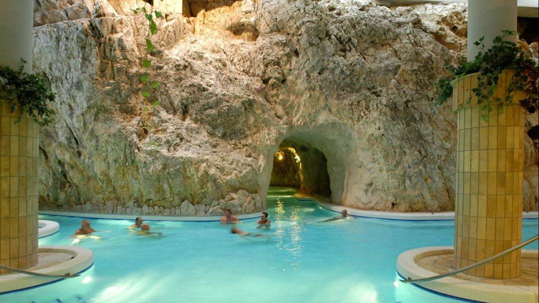 Пещерная купальня Мишкольцтапольца и барочный город Эгер - фото 9