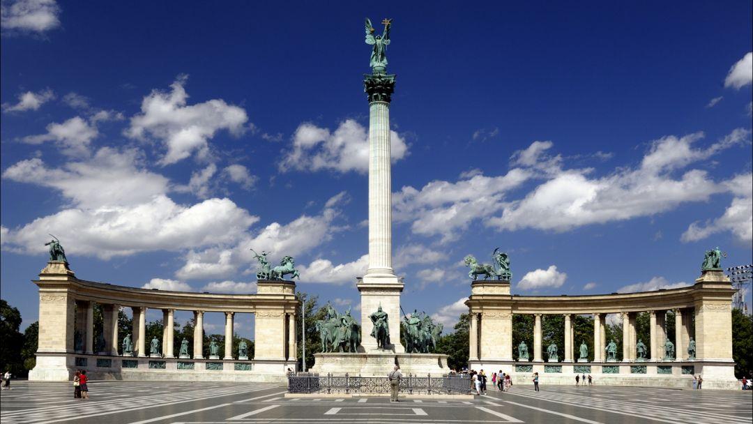 Монумент Тысячелетие и Варошлигет в Будапеште