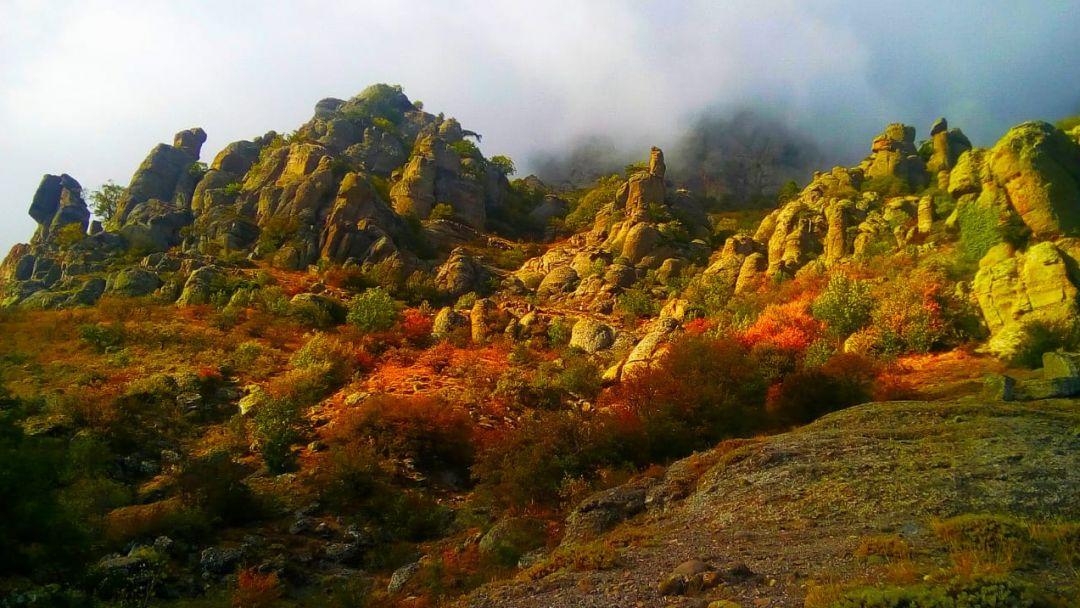 Тайны Долины привидений на горе Демерджи в Алуште
