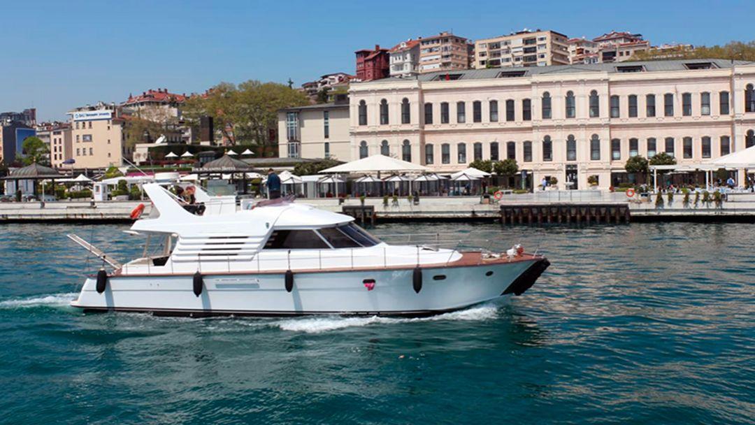 Босфор и Золотой рог на индивидуальной яхте с Гидом в Стамбуле