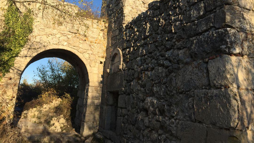 Мангуп - столица княжества Феодоро  в Севастополе