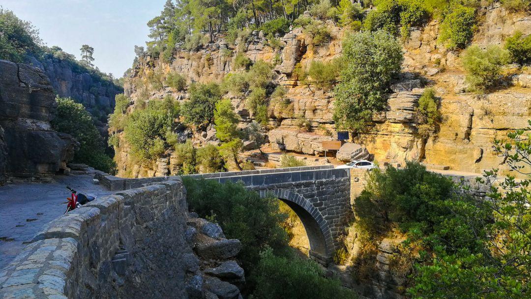 Тазы каньон и римский мост на одной реке - фото 3