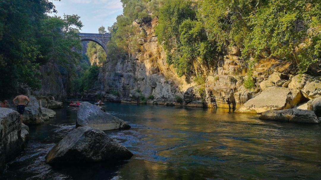 Тазы каньон и римский мост на одной реке - фото 4