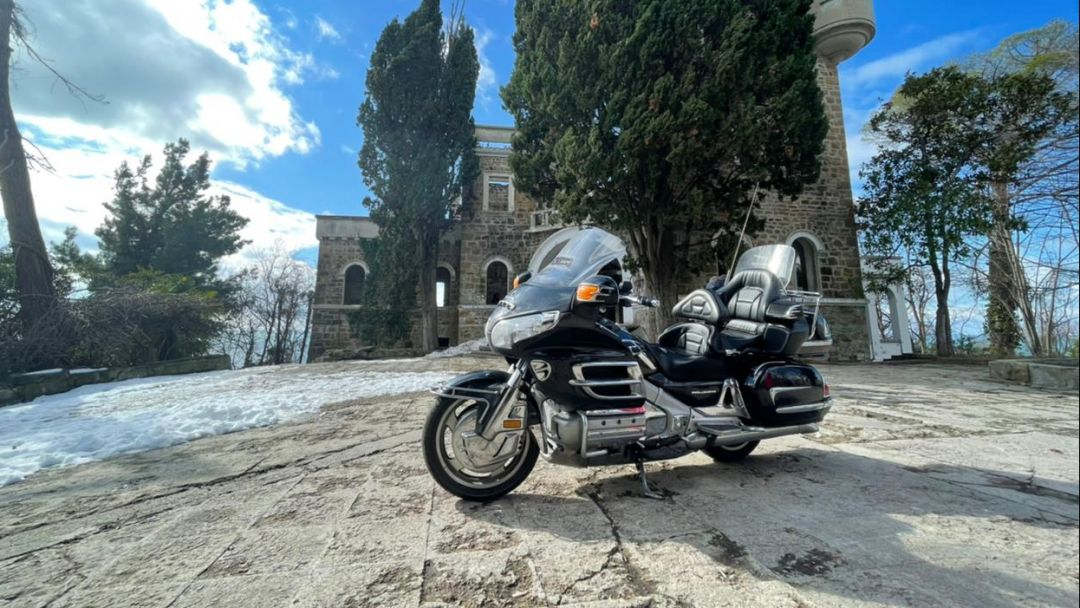 На мотоцикле в Замок Квитко  в Адлере