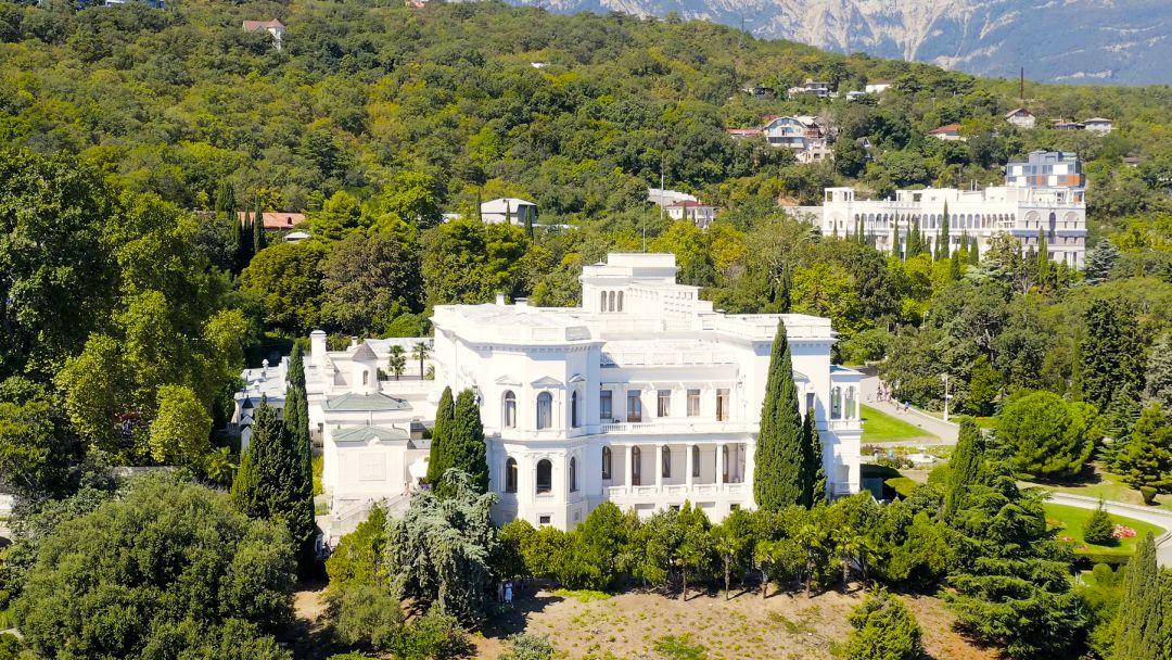 Ялта - Дворцы Южного берега Крыма  - фото 3