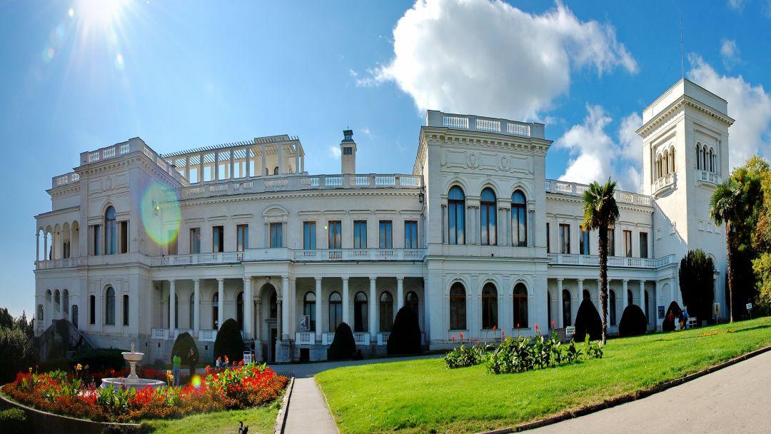 Дворцы Южнобережья: Алупка - Ливадия. в Ялте
