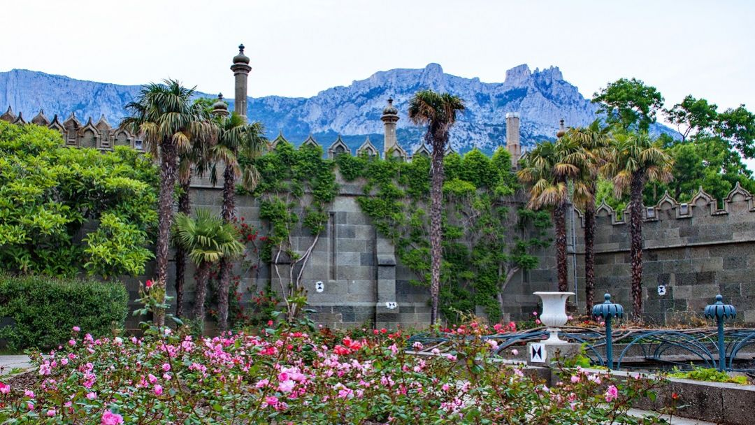 Дворцы Южнобережья: Алупка - Ливадия. - фото 7