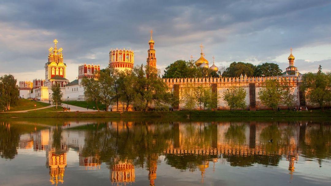 Древняя обитель: Новодевичий монастырь и некрополь в Москве
