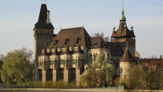 замок Вайдахуняд в Будапеште в Будапеште