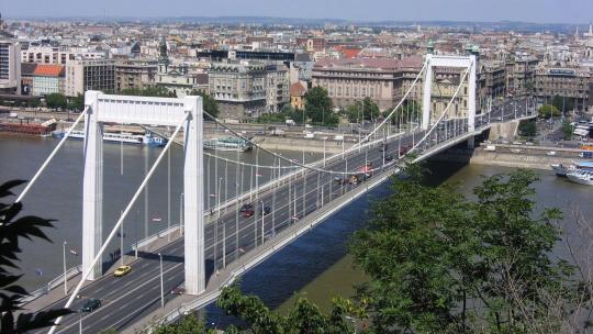 Мост Эржебет в Будапеште в Будапеште