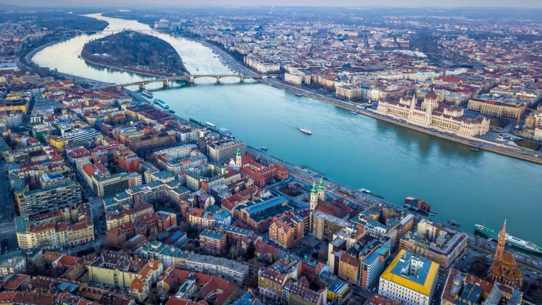 Прогулочный полет на самолете над Будапештом - фото 7