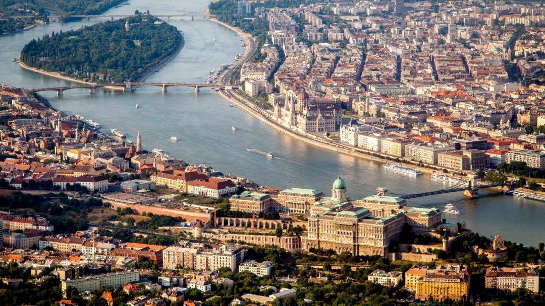 Прогулочный полет на самолете над Будапештом - фото 3