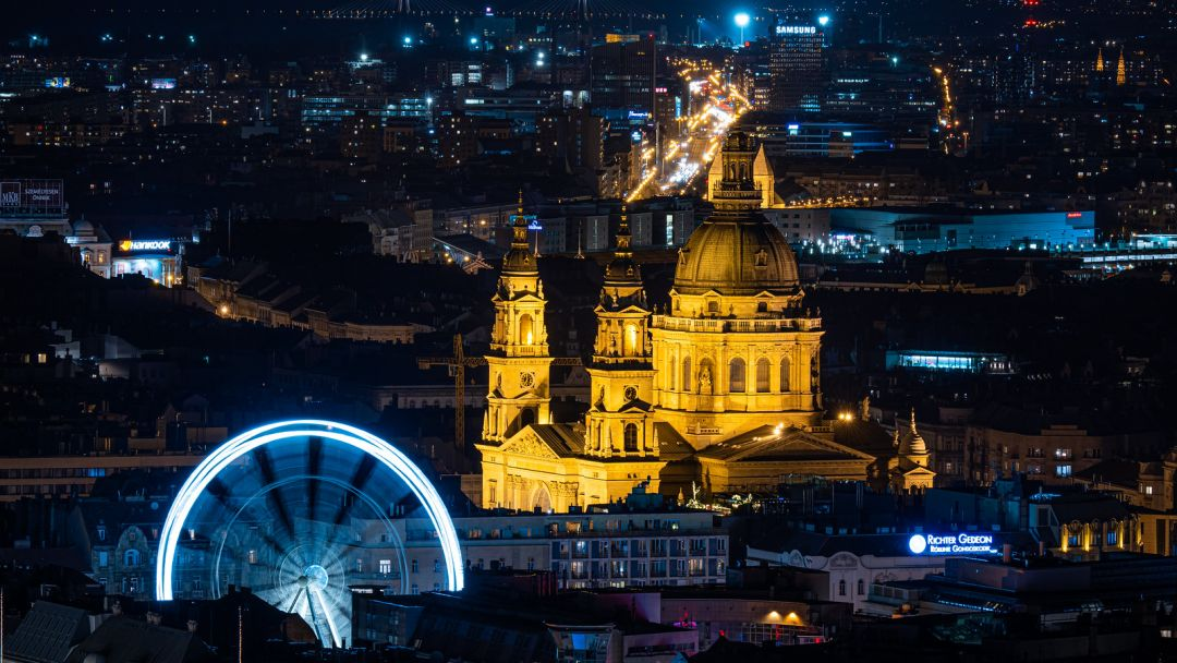 Полет на самолете над Будапештом после заката - фото 6