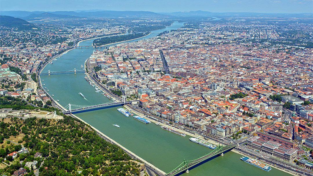 Прогулочный полет на самолете над Будапештом - фото 11