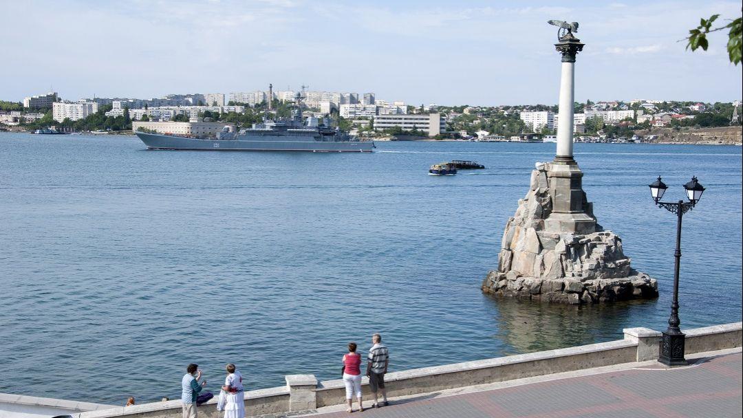 Героический Севастополь  в Ялте