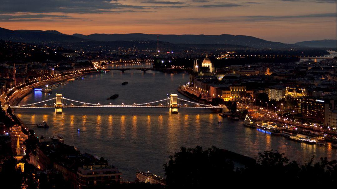 Полет на вертолете над Будапештом после заката - фото 8