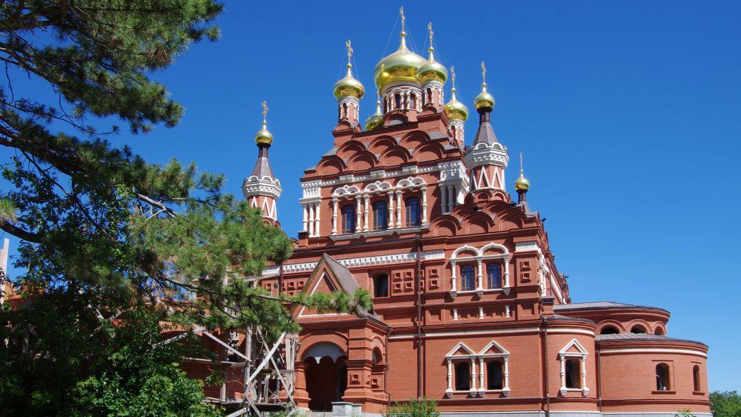 Топловский монастырь и Собор Святой Троицы в Симферополе в Ялте