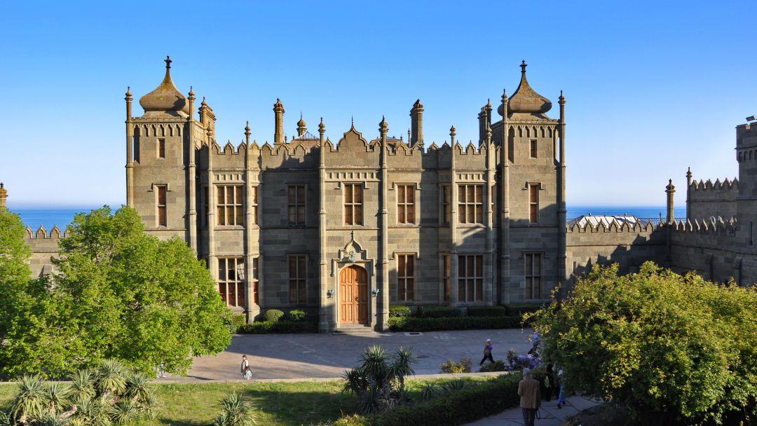Три дворца (дворцы и парки Южнобережья) в Алуште